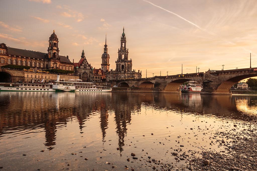 A veces organizo viajes a un destino y evalúo lo que tengo relativamente cerca. De esta manera, alojandome en Praga me pude plantar en Dresde y conseguir fotografiar la ciudad.