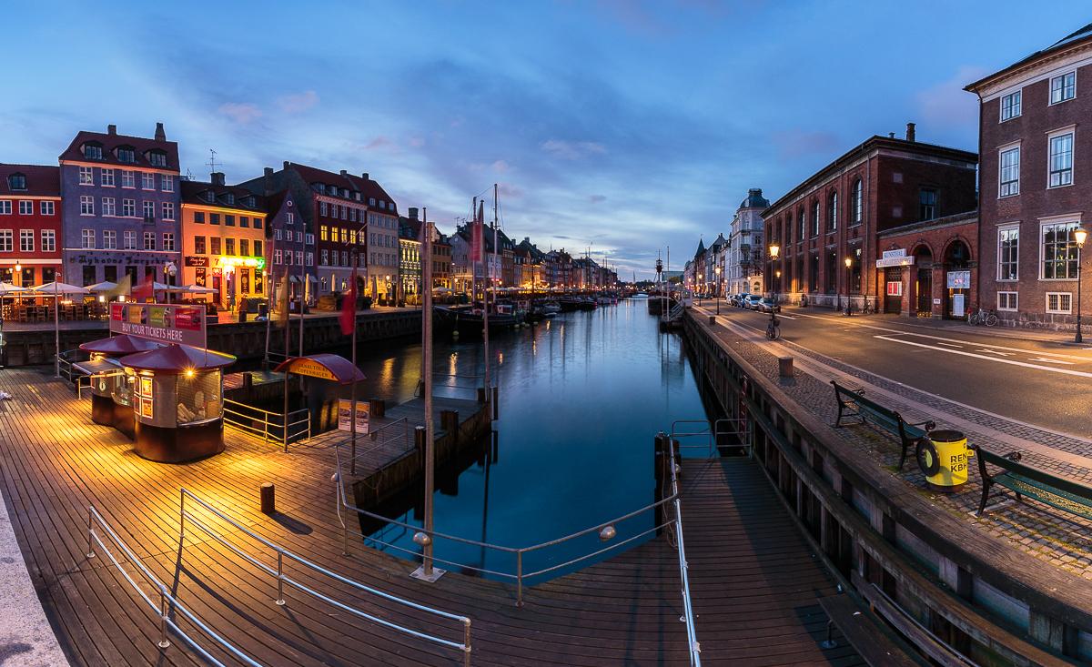 Embarcadero principal de Nyhavn donde coger el barco turístico