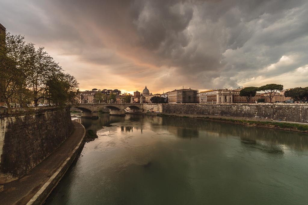 Atardecer de tormenta en Roma