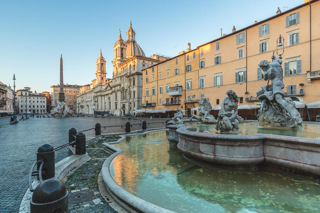 Piazza Navona con los primeros rayos de Sol