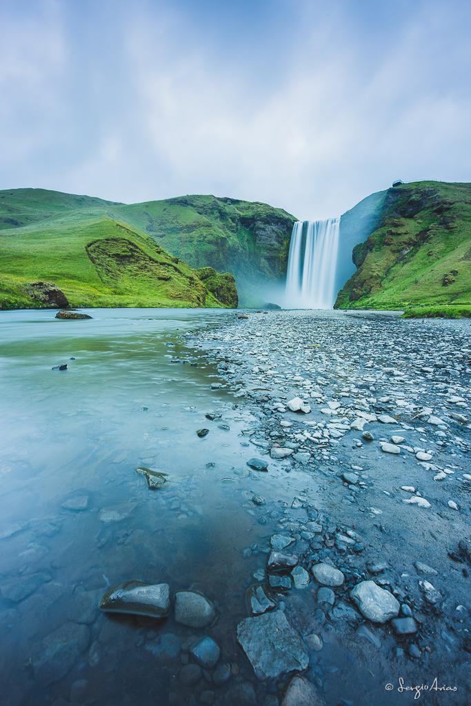 Skogafoss es una de las cascadas más bonitas de Islandia
