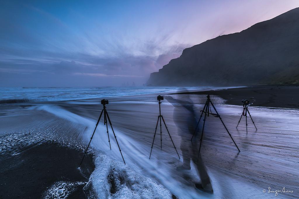 Era curioso ver los trípodes sólos en medio de la playa. Al retirarse la ola había que ir corriendo para disparar la cámara.