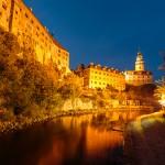 Hora azul sobre el Moldava junto al Castillo