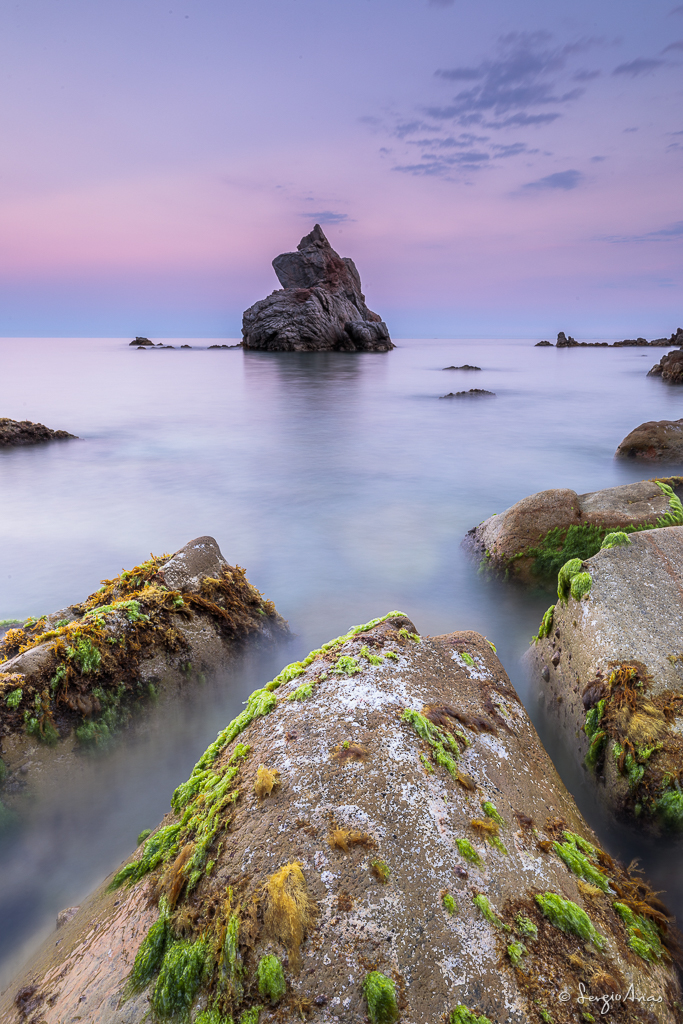 Jugando con las rocas del primer plano