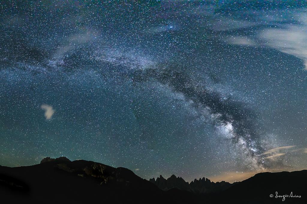 Panorámica de la Vía Láctea sobre el grupo Odle