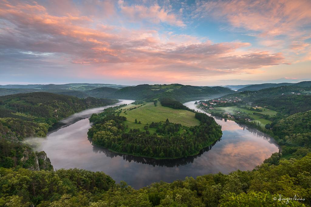Río Moldava a su paso por Solenice, República Checa. Las anécdotas que suceden en los viajes se hacen más fuertes cuando al final los resultados que obtienes son espectaculares.