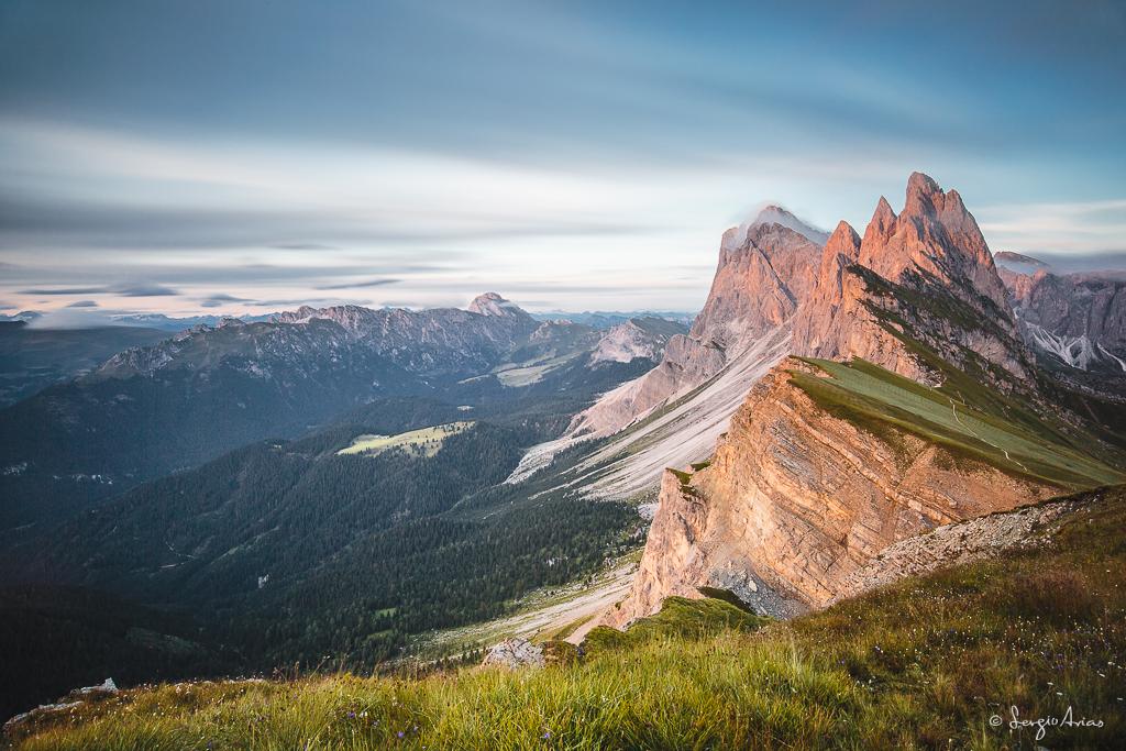Grupo Odle, Alpes Dolomitas. El esfuerzo y la compañía de este viaje hará que siempre recuerde este momento de una manera especial.