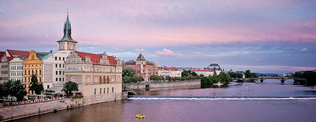 Atardecer rosa sobre el Moldava - Praga - Sergio Arias Ramón