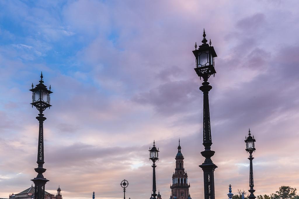 Las farolas de la Plaza de España tienen un no se qué, que - Sergio Arias Ramón